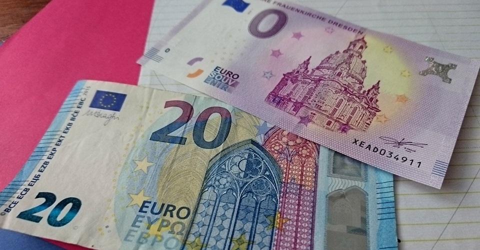 Der 0-Euro-Schein ist nur minimal größer als eine 20-Euro-Banknote
