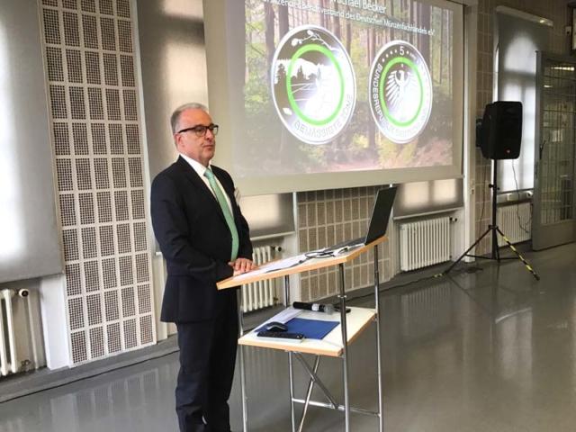 Michael Becker, Vorsitzender vom Berufsverband des Deutschen Münzenfachhandels bei der 5-Euro-Anprägung 2019
